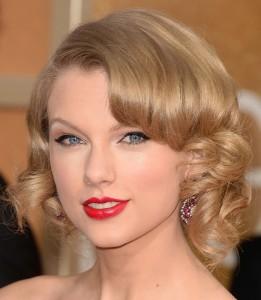 Confira os 10 penteados mais influentes dos últimos tempos!! Nono Penteado - Taylor Swift